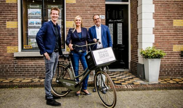 <p>Herwin Kieft, Thalia Silvius en Klaas van der Werf van Het Geldersch Huys Makelaars.</p>