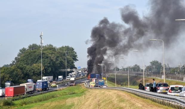 <p>Het ongeval op de A15 leidde ook tot een verkeerschaos in de binnenstad</p>