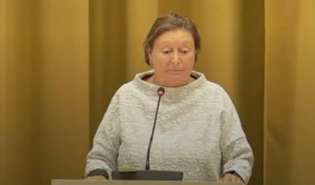 <p>Tanja van der Ploeg sprak op het gemeentehuis met de raad over een Tabak Mag café in Gorinchem</p>