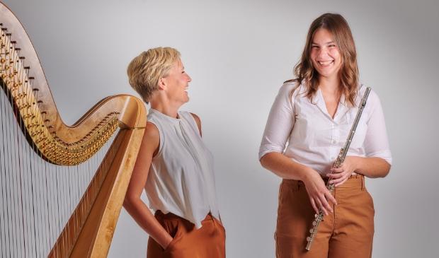 vlnr Marije Vijselaar (harp) Linda Speulman (fluit)