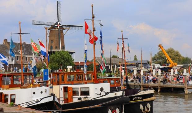 <p>In de haven van Wijk bij Duurstede lagen meer dan tachtig historische vaartuigen</p>