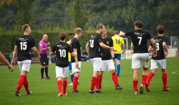 <p>Thom van Doesburg en Remco Schuiteman (respectievelijk 15 en 18) waren met vier en vijf goals de grote man bij Veluwse Boys.</p>