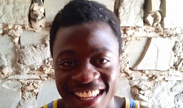 Dit is Macho, die door Kaphingo Kids to school een opleiding automonteur kan volgen.