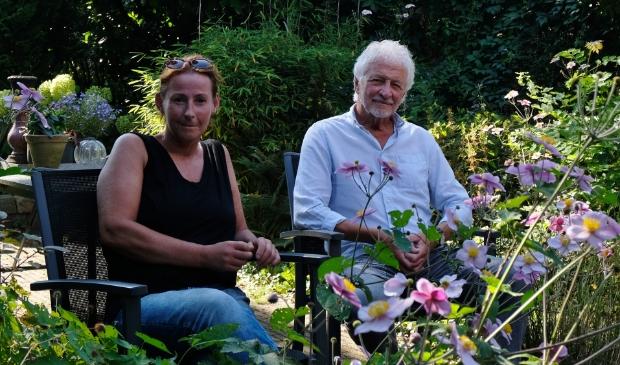<p>Irene Alberti en Gert Verbeek zijn vrijwilligers bij stichting De Paraplu.</p>