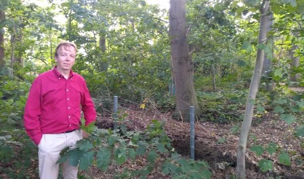 Hans Bastianen in zijn achtertuin, in de A12 Spoorzone, zoals het gebied door de gemeente genoemd wordt.