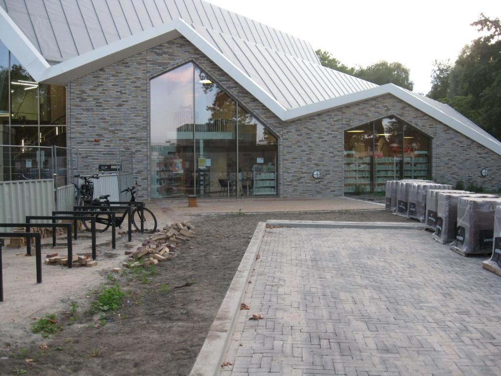 Het Dorpshuis met bibliotheek Leo Kranenburg © BDU media