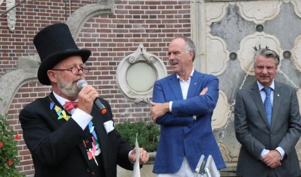 Tijdelijk burgervader Fic Tief (Fred Rosenhart) met wethouder Gert-Jan Bluijs en burgemeester David Moolenburgh