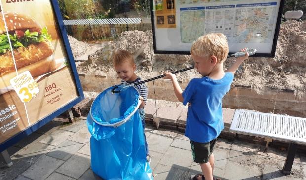 Menno en Thomas Appelo ruimen zwerfafval op tijdens World Cleanup Day