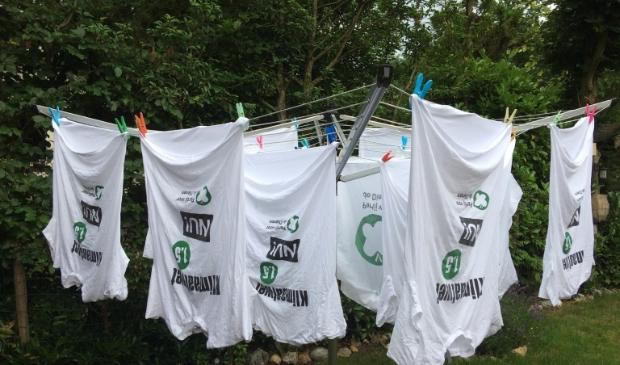 De 'clean-up t-shirts' van de Partij voor de Dieren hangen te drogen: de leden zijn klaar voor #WorldCleanUpDay033.