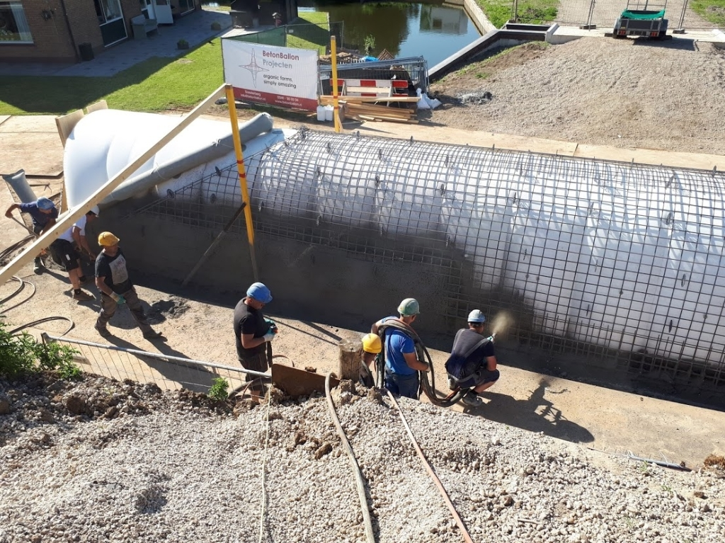 betonspuiten op de ballon Bas Uyland © BDU media