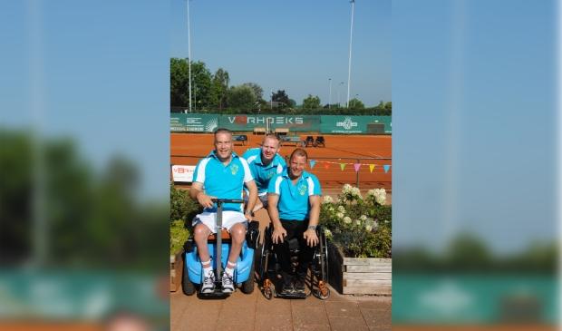 <p>Vanaf links het bestuur met Peter de Bliek, Nico Jansen en Harold van Hunen.&nbsp;</p>