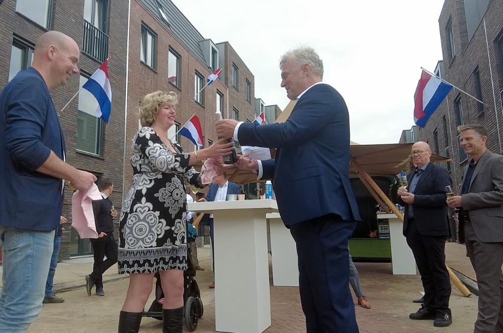 Oplevering woningen Bagijnenwalstraat - De Helden van Gorkum GP-buro © BDU Media