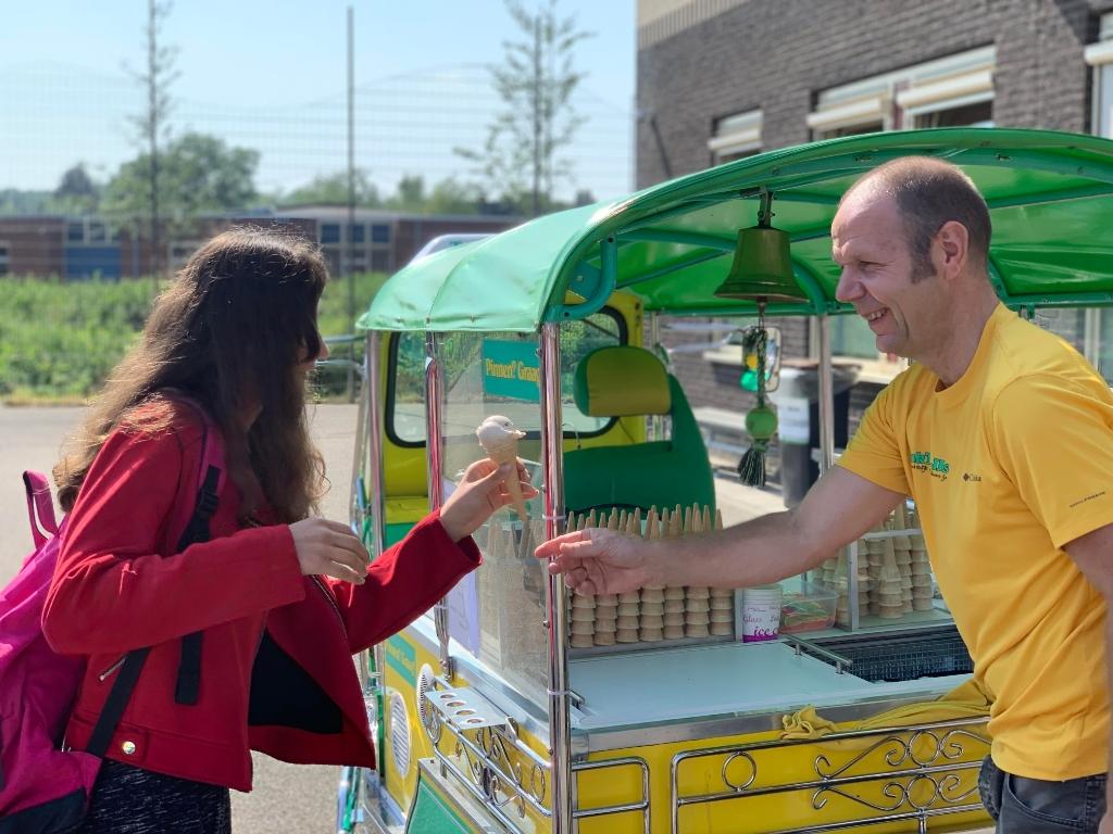 Een verfrissende verrassing voor alle scholieren van het Willem de Zwijger College W. de Kluijver © BDU media