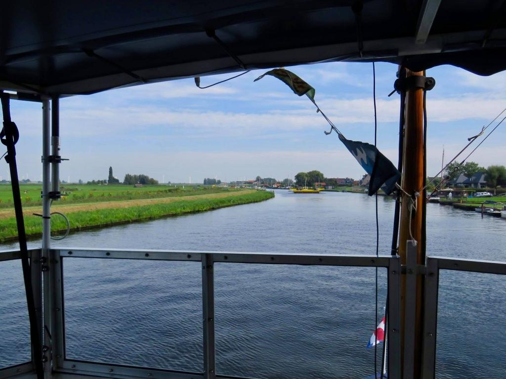 We naderen Eemdijk waar het pontje net overvaart Onno Wijchers © BDU media