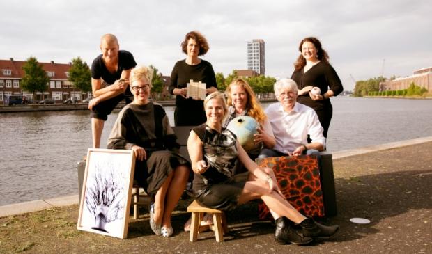 <p>V.l.n.r. Lies Rollmann, Jolanda de Meester, Sandra van Riet, Karen Steenwinkel, Liselore Halink, Jan Halink en Lisa Biris.</p>