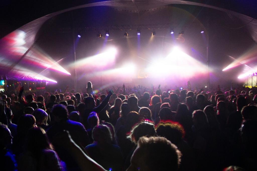 Dak eraf in de Helden Dance-tent. Erik van't Land © BDU media