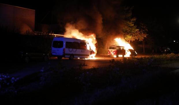 <p>Op de Katenhorst stonden meerdere auto&#39;s in brand</p>