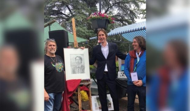 <p>Wethouder cultuur Herbert Raat op de amateurkunstmarkt in 2019.</p>