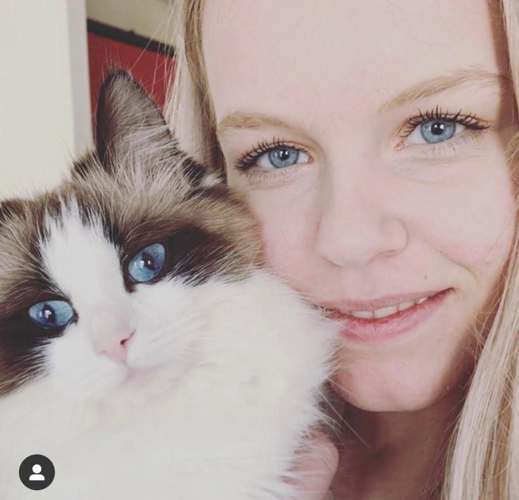 Dit is nala en Lisanne Bakker Kijk zo mooi allebei de zelfde kleur ogen theresia walet © BDU media