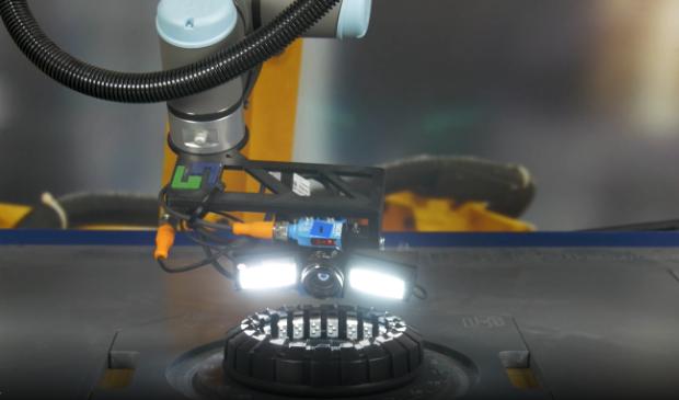 De cobot die in samenwerking met Hellebrekers is ontwikkeld