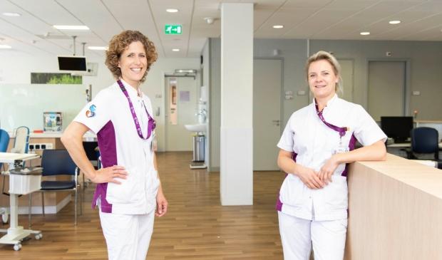 <p><strong><em>Hilde van Verseveld (links) en Wieke Schakel: &ldquo;Wij hebben de groep jongere pati&euml;nten met kanker nu beter in beeld en voor hen is duidelijker aan wie ze hun vragen kunnen stellen.&rdquo;</em></strong></p>