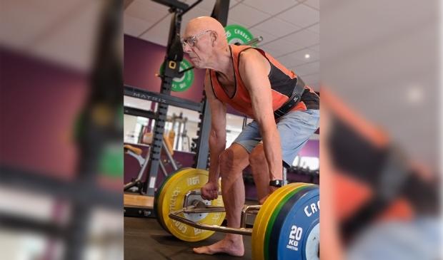 <p>Het kost de 80-jarige Terrence geen moeite om 140 kg te deadliften.</p>