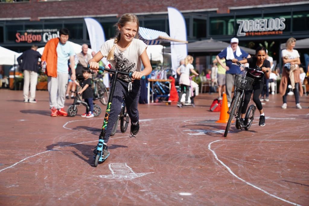 Voor kinderen was er een parcours uitgezet op het plein.  Naomi Heidinga © BDU media