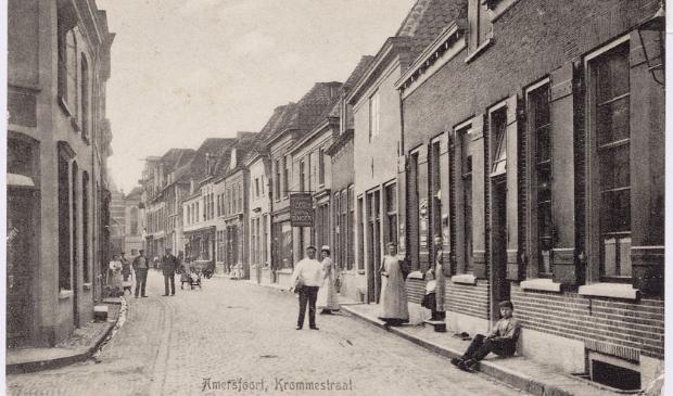 <p>In 1367 werd de naam Krommestraat voor het eerst in bronnen aangetroffen als Crommestrate.&nbsp;</p>