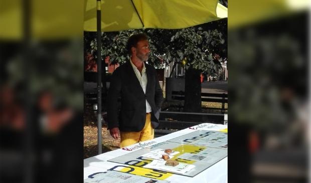 Coördinator Ewoud Stam bij de informatietafel.
