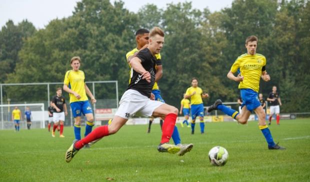 <p>Thom van Doesburg (archief) scoorde drie keer in het duel met Vierhouten.</p>