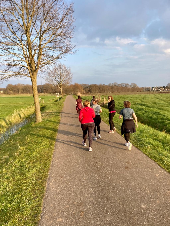 Naast actief bezig zijn is het ook gezellig! Annemarie Westhof Powerwalkingclub  © BDU Media