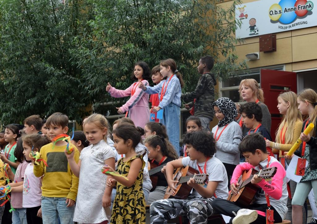 Feest want de Anne Frankschool bestaat 60 jaar Stichting OVO © BDU Media