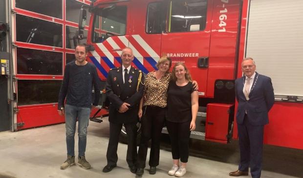 VLNR Kevin, Cor, Wilma, Shanna en Burgemeester Jan Luteijn