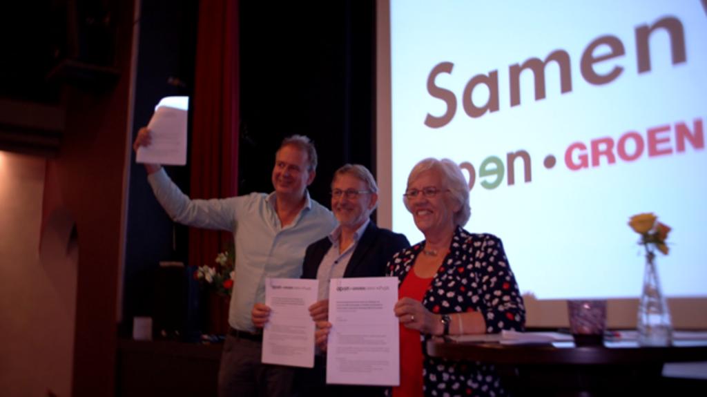 De drie bestuursvoorzitters tekenen de samenwerkingsovereenkomst; Rene Vianen (GroenLinks), Jan Willem van den Boogert (Open) en Mieke Wijnker (PvdA) Melchior van den Boogert © BDU media
