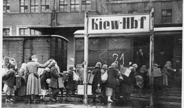 <p>Transport van &#39;ostarbeiter&#39; vanuit het bezette Kiev.</p>