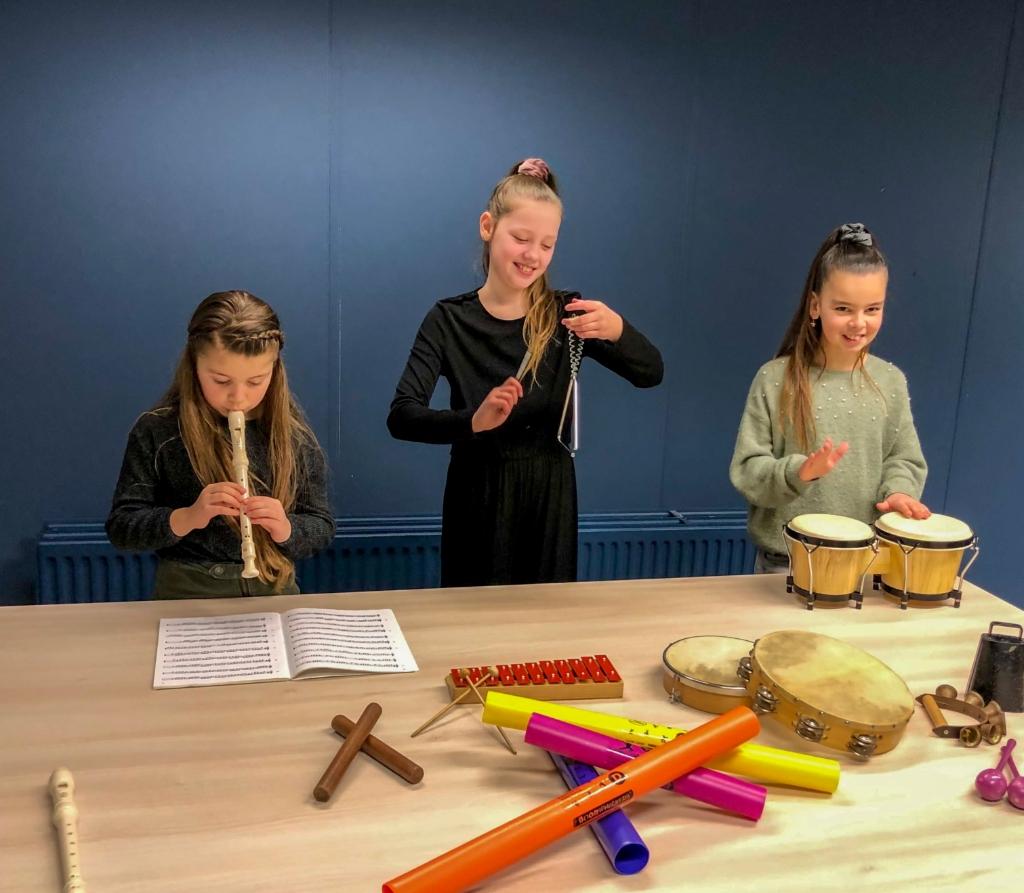 Tijdens Algemene Muzikale Vorming (AMV) kunnen zeven tot tienjarigen echt muziek gaan maken.  Ellen Vermeulen © BDU media