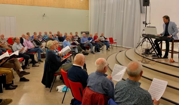 <p>Het Ritmeester-Veenzangers Mannenkoor repeteert weer op de &#39;normale&#39; manier. Op zaterdag 16 oktober is er een open repetitie. Nieuwe zanglustigen zijn zeer welkom.</p>