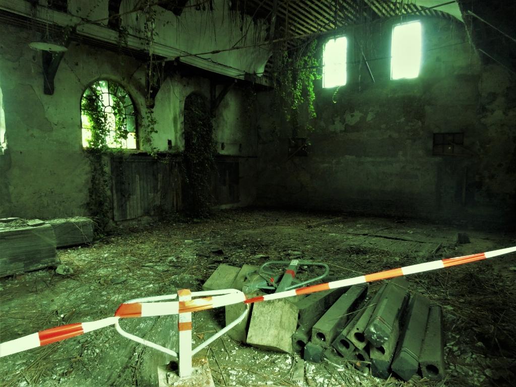 De Eben Haëzerkerk aan de binnenkant, in vervallen staat. Het gebouw uit 1864 wordt vanaf dit najaar gerenoveerd. Pieter Vane © BDU Media