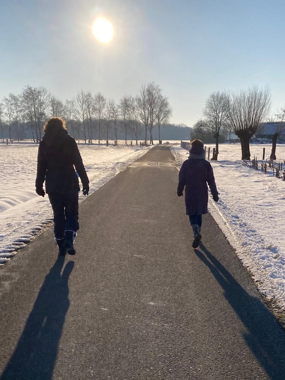 Ook tijdens de winter lopen we door. Hier een stevige winterwandeling in plaats van Powerwalk en in duo's door de Corona maatregelen. We kijken altijd naar wat wel mogelijk is! Annemarie Westhof Powerwalkingclub  © BDU Media