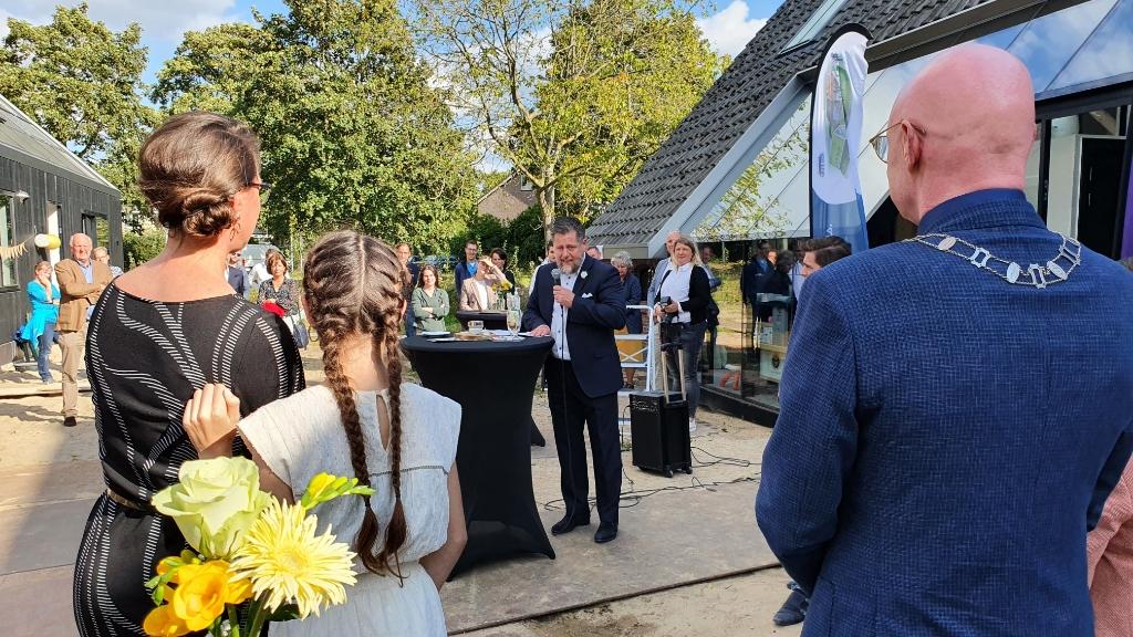 Wim spreekt dank uit aan zijn vrouw Anja Irene van Valen © BDU media