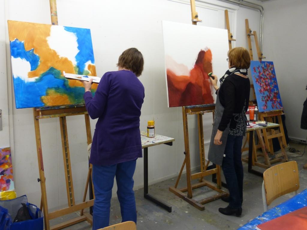 Cursisten aan het schilderen bij Kunstcentrum Collage.<br><br> Kunstcentrum Collage © BDU Media