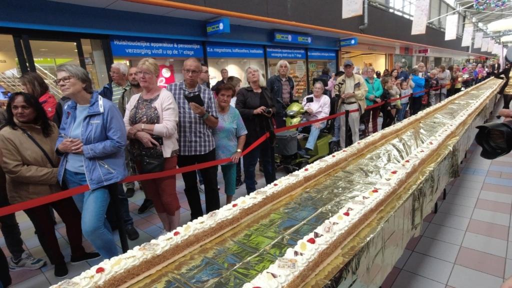 Met een lengte van 50 meter was er voor iedereen een stukje taart. John van der Wal © BDU media