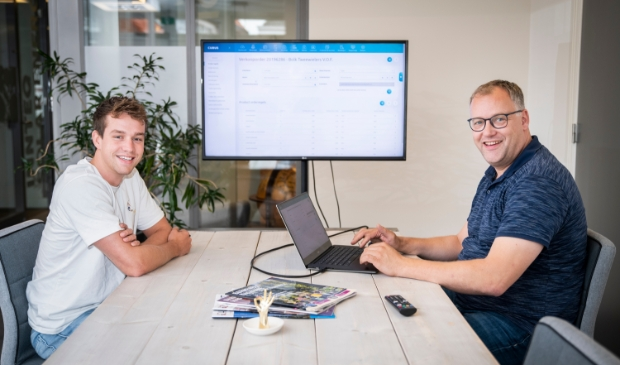 <p>Stefan Schuring (links) en Hans Mulder van het Barneveldse bedrijf Clearis.</p>