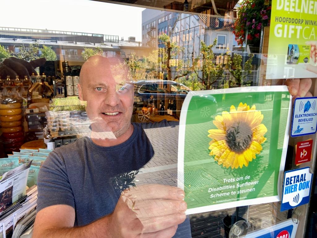 Deli K's is trots om de Disabilities Sunflower te ondersteunen PR © BDU media