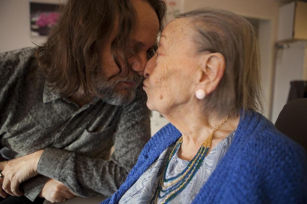 Hugo met zijn moeder Joke. Zij overleed in 2018. Foto: Margi Geerlinks © BDU media