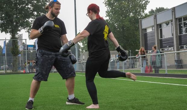 <p>Feline Mons actief met kickboksen tijdens de Veluwe Games.&nbsp;</p>