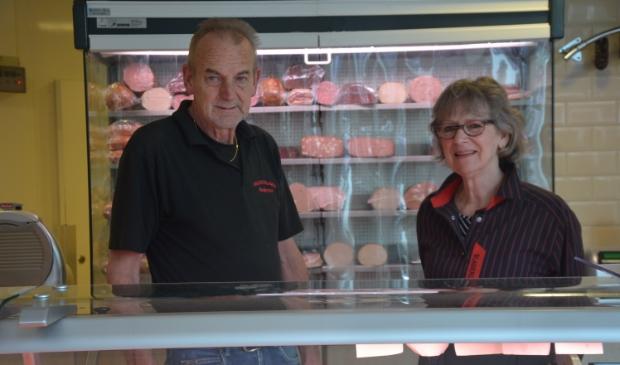 <p>Gerrit en Rina sluiten de laatste slagerij in de Vesting.</p>