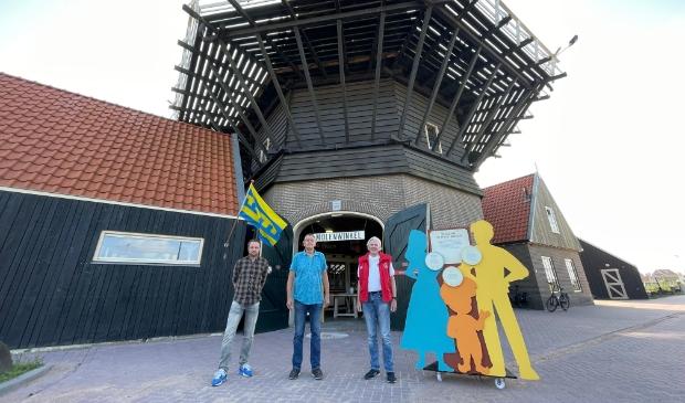 <p>Vrijwilligers Bert van Plateringen, Geert Terpstra en Hennie Sneevliet van de Harderwijkse Molen Stichting voor Molen De Hoop.</p>