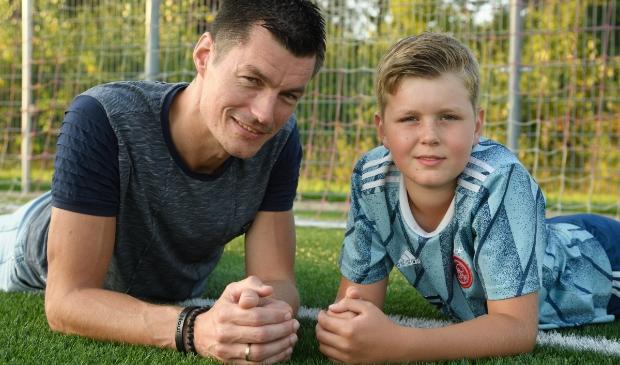 René van Hemel (keeper van Rood Wit)  met zijn zoon op De Eendracht Henk Hutten © BDU media