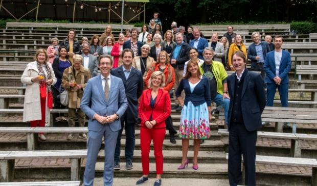 <p>Burgemeesters, kunst en cultuur-wethouders, raadsleden en vertegenwoordigers uit de cultuursector uit de regio Amstelland-Meerlanden bijeen in het Bostheater.</p>